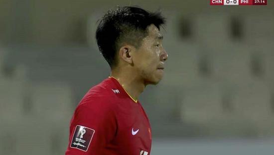 国足2比0吴兴涵进首球 泰山队4人登场出现2换2一幕