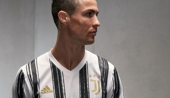 尤文官方发布新球衣:传统黑白条+金色刺绣胶印