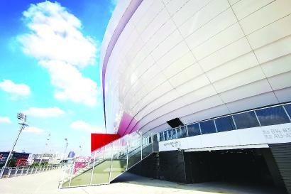 亚洲杯决赛将在浦东足球场举行 本报记者 李铭珅 摄