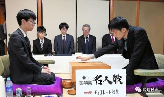 日本��棋史上最年�p名人�Q生 芝野虎丸�χ感�r代