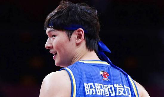 队史最羞耻的纪录!王哲林转会费2亿