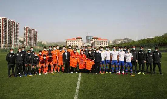 鲁能队内热身赛5人缺席刘洋斩2球 白队2-0击败橙队
