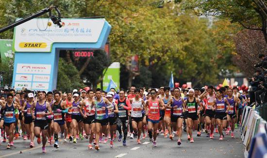 2020杭州马拉松开跑 10000名跑者参赛