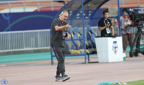 施蒂利克:阿奇姆彭受伤有很大影响 仍有积极方面