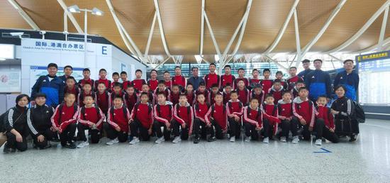 徐根宝祝贺武磊:为中国足球最低迷时添加了光彩