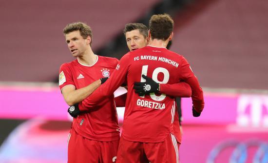 德甲第14轮,拜仁vs美因茨,上半时拜仁0-2落后