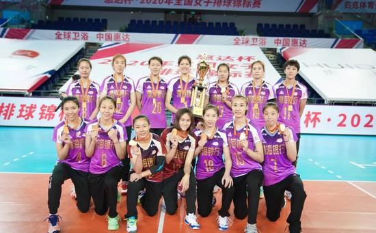 为即将开始的2020-2021中国女排超级联赛做好预备