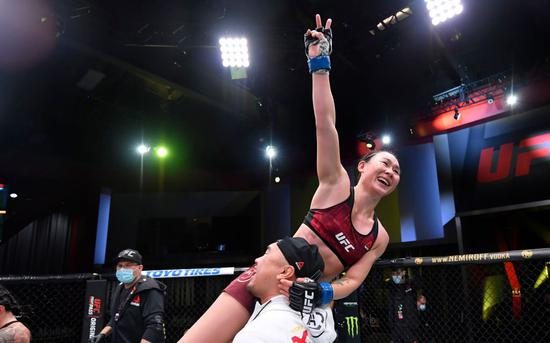 闫晓楠豪取6连胜。图/UFC