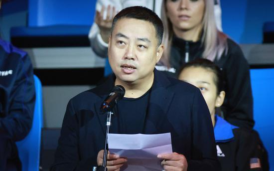 刘国梁在威海重启的赛事开幕式上致辞。图/视觉中国