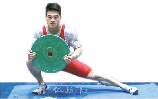 中国举重队出征亚锦赛 石智勇伤愈复出迎首秀