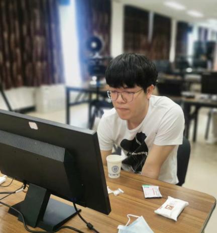 图说:柯洁在中国棋院对局室比赛 国家围棋队供图