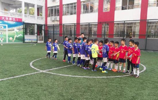 校园足球训练