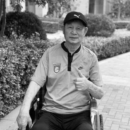 谢鸿钧是北京足球历史脉络 谢峰用足球慰藉慈父