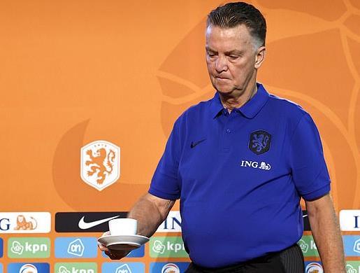 范加尔怒斥记者不懂球:你只是个记者 对足球没认识