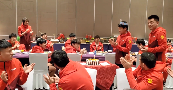 国足官方发为池忠国庆生视频 媒体人:少了点笑容