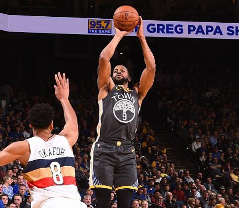 连续4场18+三分! NBA的银河战舰刷爆队史