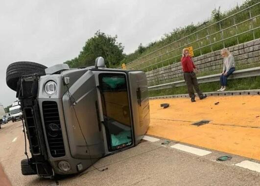 阿森纳新星遭遇车祸惊魂 车子翻滚所幸人未受伤