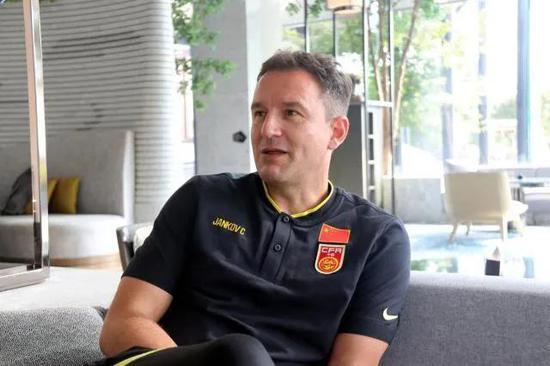 记者:强烈反对U22国足踢中甲 要不回体工队时代?