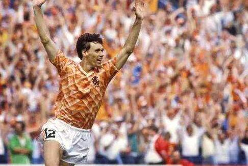 由于1988欧洲杯的巴斯滕,亨利最喜欢12号