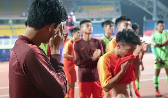 $0-2不敌泰国!国青众将谢场落泪