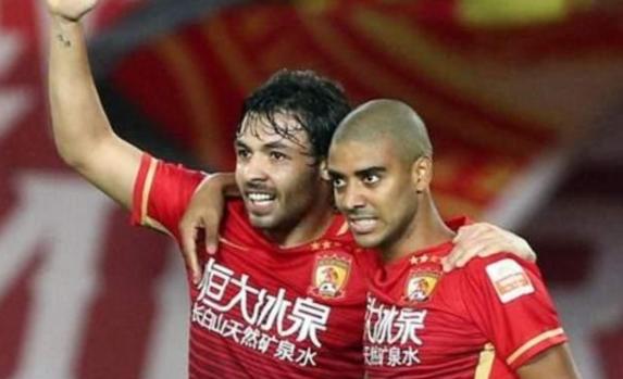 记者:广州队不会崩 否则中国足球不堪重负
