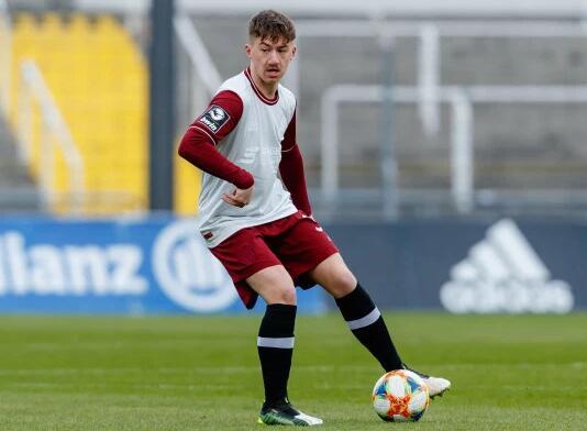 阿森纳欲挖拜仁19岁新星 拜仁要求加入回购条款