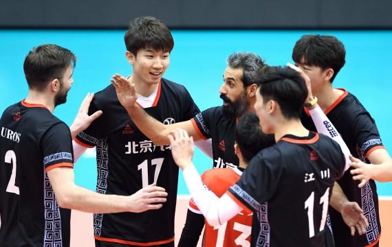 3月25日、北京队球员刘力宾《左二》等在竞赛中庆祝得分、新华社记者王晓摄
