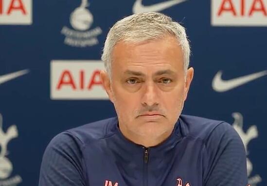 穆帅这谈锋太绝了 谈利物浦伤病 说出英超版报菜名
