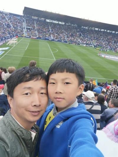 足球梦怎么圆?成都9岁孩子被西甲队选中 父母犯难