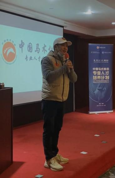 (福建省马术活动协会秘书长杨榕生老师)