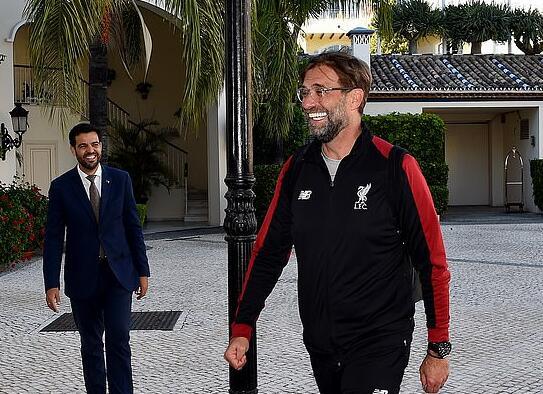 利物浦逃离英伦专心备战欧冠 克洛普抵达笑开怀