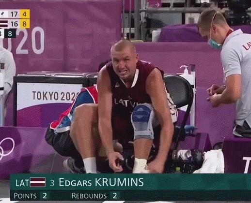 硬喊!拉脱维亚三人男篮选手遭遇骨折 仍夺金