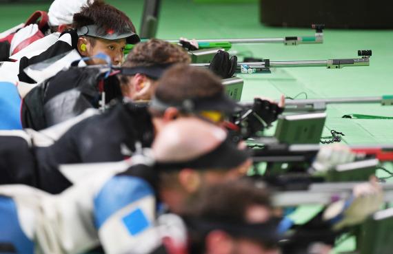 图为2016年8月14日,中国选手朱启南在里约奥运会射击比赛中。新华社记者韩瑜庆摄