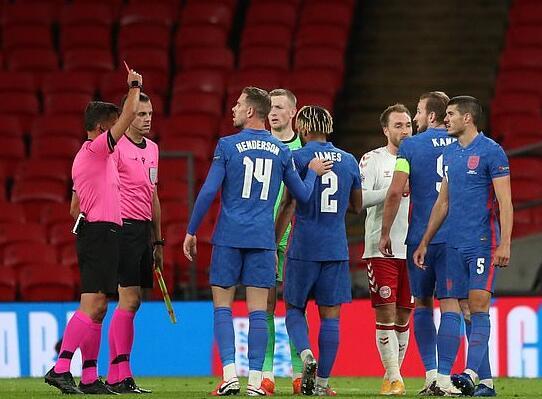 英格兰第二红!切尔西猛男被罚下 球迷:裁判瞎啊