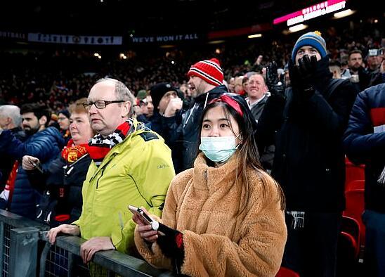 老特拉福德也有人戴上口罩