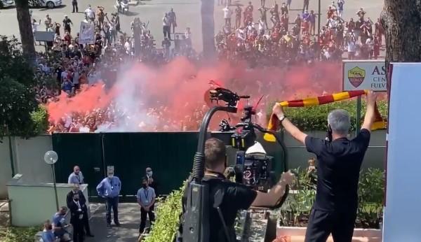 罗马球迷热烈欢迎穆里尼奥履新  穆帅:我已更出色
