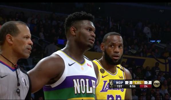 好奇又驚訝!詹姆斯看Zion的眼神似曾相識:這孩子吃什麼長大的?-籃球圈