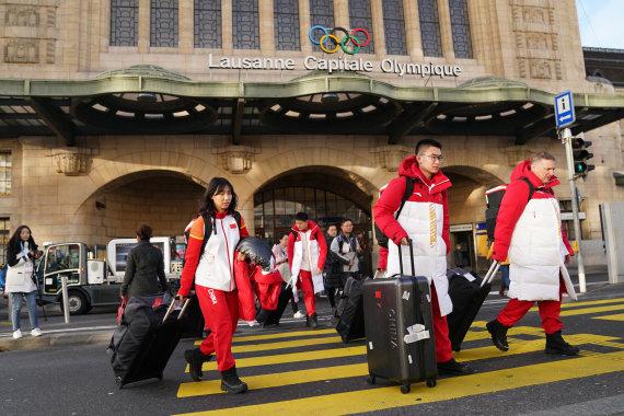 1月7日,第hg0088如何注册届冬季青hg0088.com奥林匹克活动会中国2018年代外团冰壶队片面成员抵达瑞士洛桑。新华社记者王建威摄