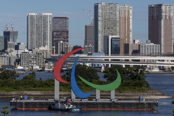 东京海面竖立起残奥会标志 每晚亮灯直到闭幕