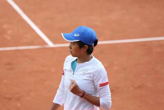 图为 9月28日,张帅在比赛中祝贺得分。新华社记者高静摄