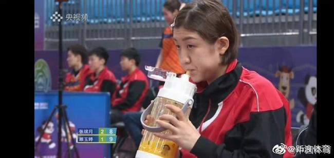陈梦超大号水杯热搜刷屏 网友:这是直饮榨汁机吗
