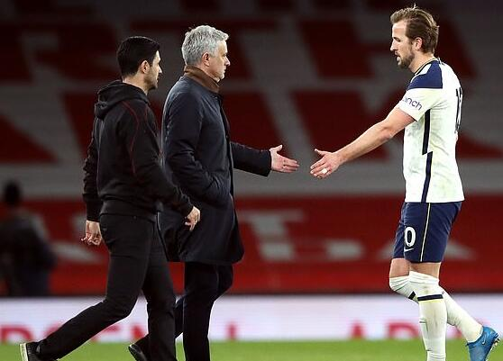 穆帅给英主帅施压:不希望凯恩踢3场 你俩谈一谈吧