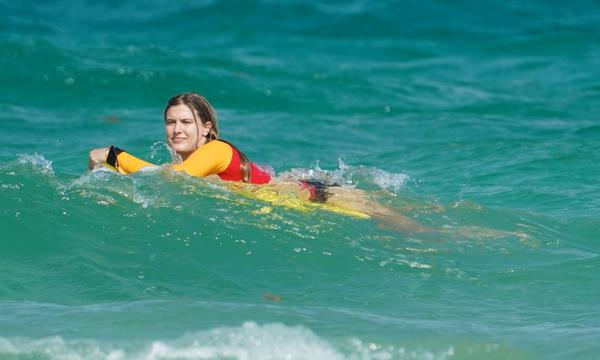 高清-布沙尔在迈阿密海滩度假 冲浪划水不亦乐乎