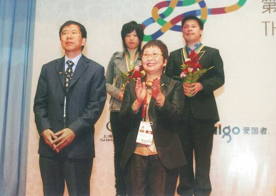 混双选手谢依旻(后左)、周俊勋(后右)