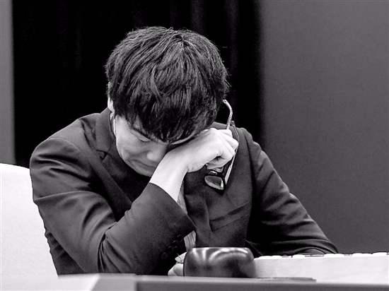 被AlphaGo虐哭的柯洁