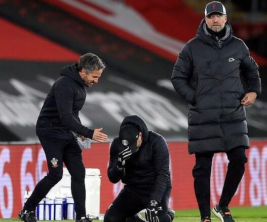 南安普敦主教练哈森许特尔在打败利物浦后激动哭泣,这真实有点过头了