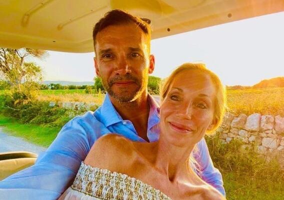 让我们一起变老 舍瓦与爱妻跨越18年的两张照片