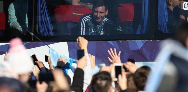 梅西:感谢上帝让我成为阿根廷人  奖杯献给老马