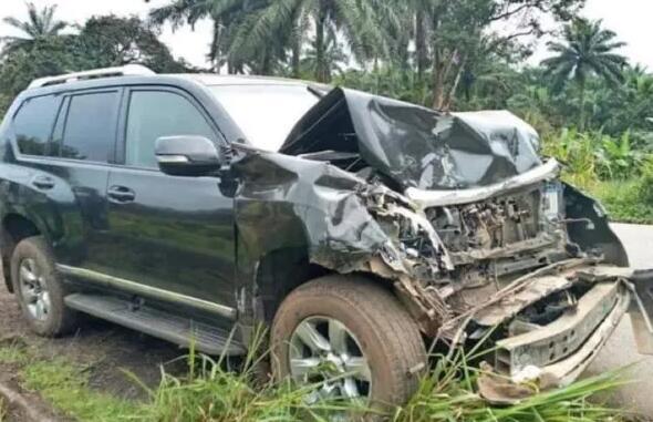国际足坛旧日著名球星埃托奥在喀麦隆遭受车祸