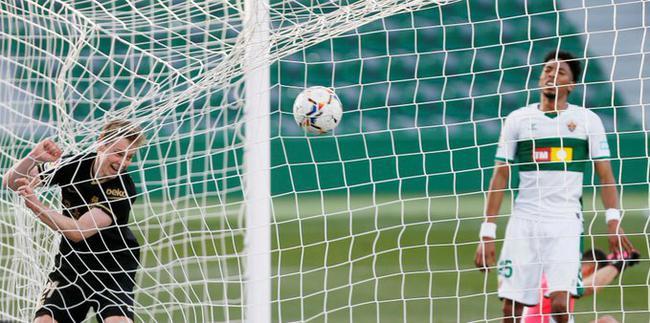 西甲-德容传射 梅西缺阵 巴萨2-0力夺客场5连胜